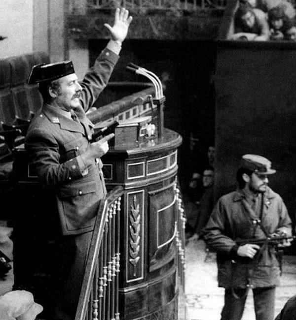 ¿DEMOCRACIA? Coronel Diego Camacho